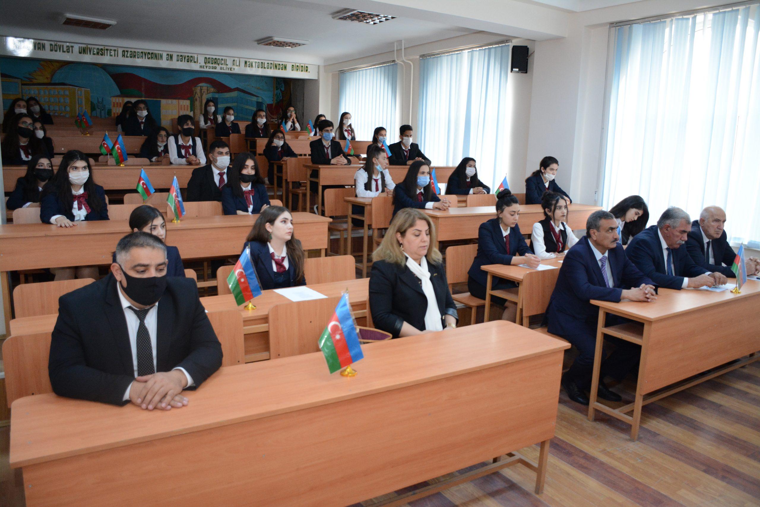 """Naxçıvan Dövlət Universitetində  """"Bayraq mənliyimdir, bayraq kimliyim!""""  mövzusunda tədbir keçirilib"""