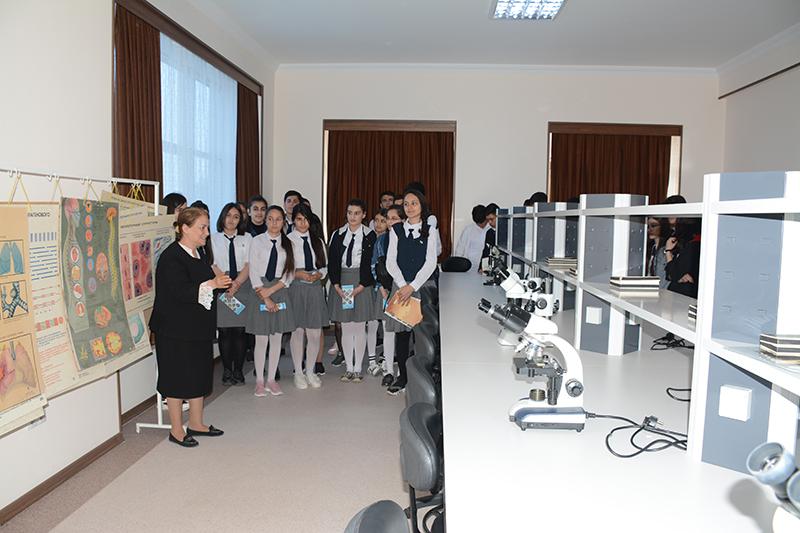 Naxçıvan Dövlət Universiteti açıq qapı günü çərçivəsində şagirdləri qəbul edib